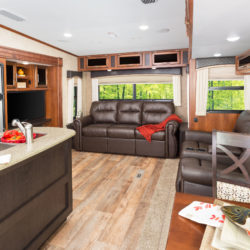 Jayco2017_Eagle_HT_FW_28.5RSTS_InteriorFtoB