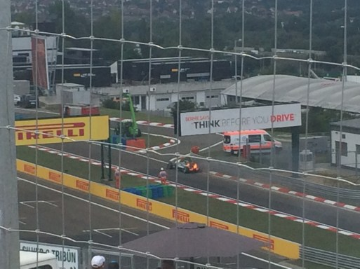Qualifying: Hamilton and a burning car