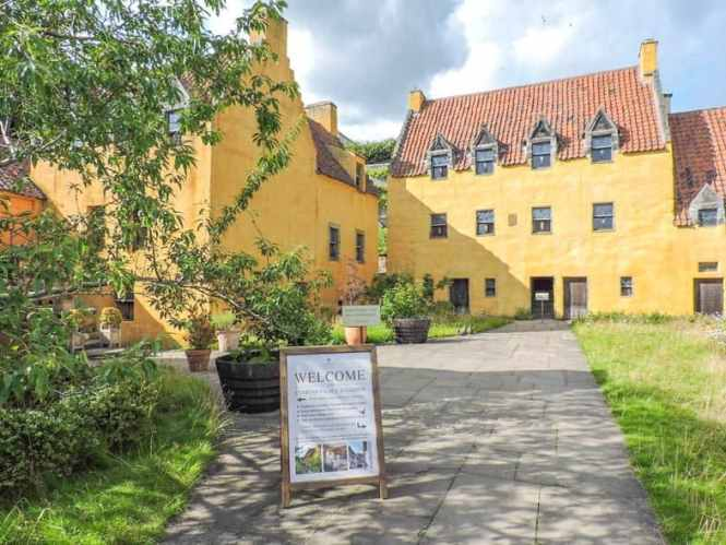 Culross Palace, Fife - Day trips from Edinburgh, Scotland | PACK THE SUITCASES