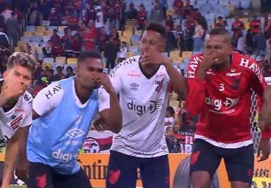 """Athletico comemora. Flamengo fica, de novo, no """"cheirinho"""""""
