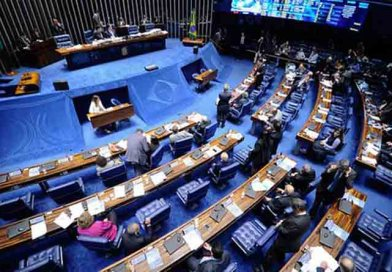 """Senado pode abrir brecha para """"legalizar"""" o caixa 2 em campanhas"""