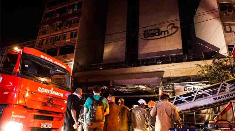 Incêndio mata pelo menos dez pessoas no Rio