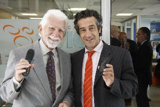Martin Cooper y Paco Prieto con Iphone