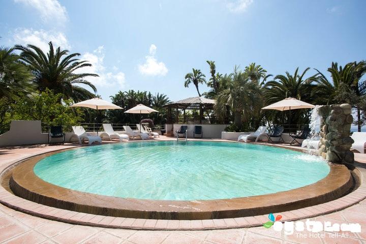 main-pool--v12529077-720