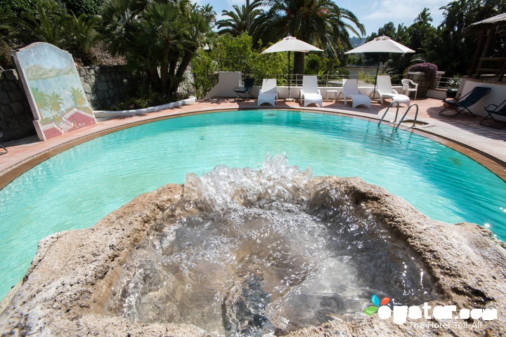 main-pool--v12529101-720