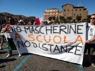 """Grupos """"negacionistas"""" protestan en Roma contra medidas sanitarias"""