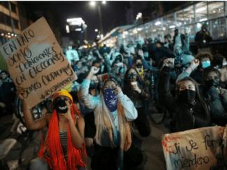 13 civiles muertos y cientos de heridos tras protestas en Colombia
