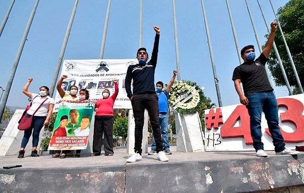 Presentan informe sobre caso Ayotzinapa, a seis años de lo ocurrido
