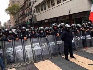 Marchas rumbo al Zócalo fueron frenadas por casi mil policías