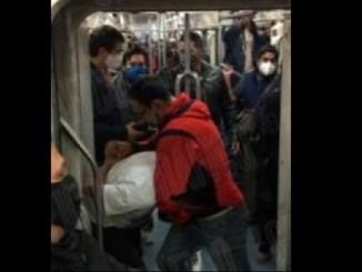 Usuario le aplica llave china a ladrón del Metro que quería robar su celular #VIDEO