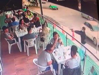 Cámaras de seguridad captaron en #VIDEO una ejecución en restaurante de León, Guanajuato