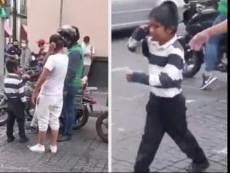 Exhiben a trabajador de la CDMX quitándole flores a niño vendedor #VIDEO