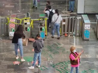 Protestan mujeres en Metro, vandalizan estación Chabacano #VIDEO