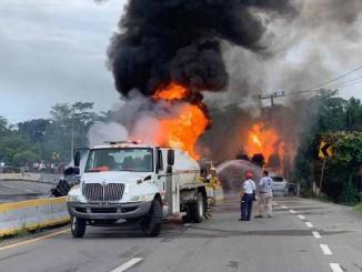 Explota pipa con combustible en Tabasco, hay 4 muertos #VIDEO