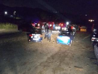Policías rescatan a un joven de ser linchados por la turba en Salina del Marqués