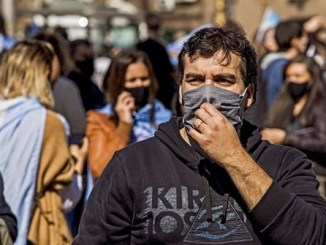 Argentina supera el medio millón de contagios COVID-19 en medio del desconfinamiento