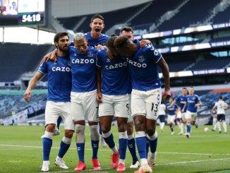 James Rodríguez se luce al debutar con el Everton