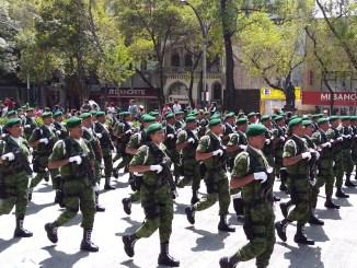 ¿Cómo empezó el desfile militar del 16 de septiembre?