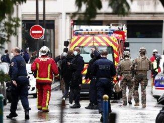 Ataque con arma blanca deja 4 heridos donde era la sede de la revista Charlie Hebdo en París, Francia #VIDEO