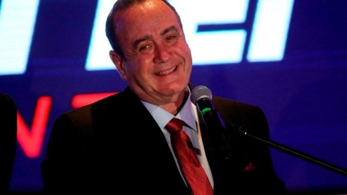 El presidente Guatemala anuncia haber dado positivo a Covid-19