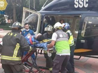 Cóndores de la SSC trasladan a un adolescente de Xochimilco, lesionado por descarga eléctrica #VIDEO