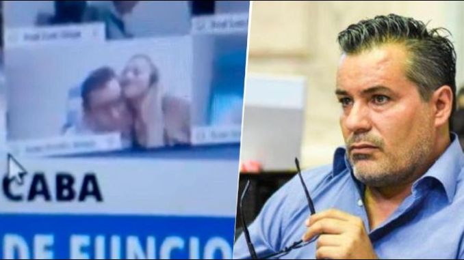 Diputado renuncia tras ser sorprendido besando un seno de su pareja en plena sesión virtual #VIDEO