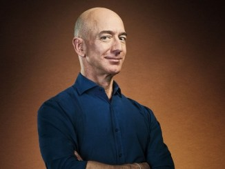Jeff Bezos encabeza otra vez la lista de millonarios en EEUU, mientras que Donald Trump retrocede
