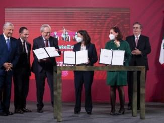 Gobierno de México firma acuerdo con farmacéuticas para anticipar compra de vacunas de COVID-19
