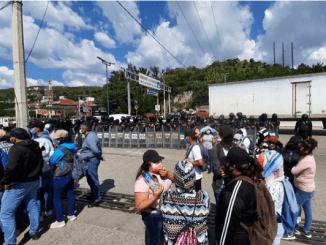 Desalojan a normalistas que bloqueaban la Autopista del Sol