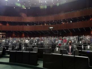 """Oposición y morenistas """"revientan"""" la sesión para votar por la extinción de los fideicomisos #VIDEO"""