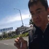 """Sujeto insulta a mujer policía, """"no tienes cara de sirvienta sino de pu..."""" #VIDEO"""