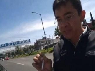 """Sujeto insulta mujer policía, """"no tienes cara de sirvienta sino de pu..."""" #VIDEO"""