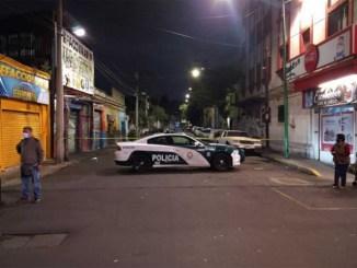 Sicarios asesinan a un sujeto en la Morelos, mientras platicaba con una mujer