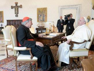 Papa recibe al cardenal George Pell, absuelto por pederastia