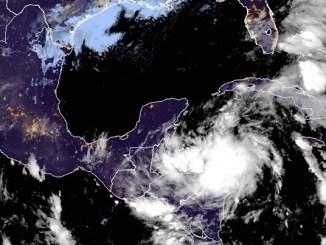 """Sube a alerta roja Yucatán y Quintana Roo ante llegada de huracán """"Zeta"""""""