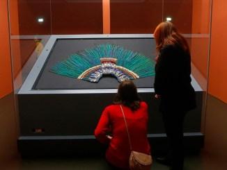 Hablemos de banalidades... ¿Cómo terminó el penacho de Moctezuma en Viena? #ElOpinador