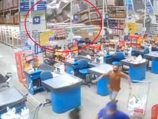 Estantes de supermercado a granel caen sobre clientes #VIDEO