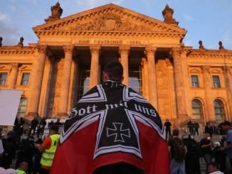 Contra las medidas sanitarias, miles de negacionistas salen a protestar en Alemania