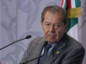 INE aclara que Muñoz Ledo aceptó las reglas de la encuesta, al firmar lineamientos