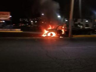 Cinco vehículos incendiados tras riña entre transportistas en Atizapán #VIDEOS