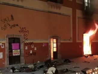 Incendian Palacio Municipal de Fresnillo tras homicidio de niña Sofía #VIDEOS
