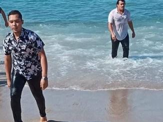 Trabajador de Puerto Vallarta salva a tres niños de morir ahogados