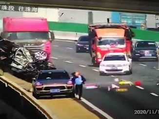 Sobreviven a impactante accidente vial en pleno puente vehicular #VIDEO