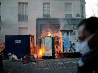 Protesta contra la violencia policial en París termina con violentos disturbios #VIDEO