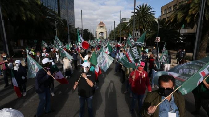 Marcha de FRENAAA avanza hacia Ángel de la Independencia, va a Zócalo #VIDEO