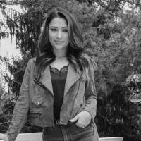 Fallece joven prensada al intentar pagar el estacionamiento en una plaza