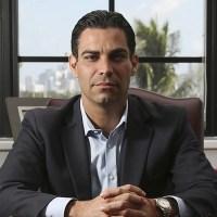 Alcalde de Miami abre investigación contra comunicador mexicano