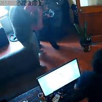 Denuncian a regidor en Hidalgo captado golpeando a su esposa #VIDEO