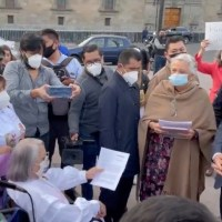 Con concierto al interior, madres de desaparecidos protestan afuera de Palacio Nacional