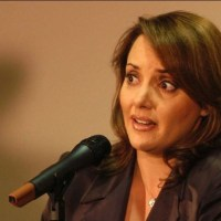 Lilly Téllez presenta iniciativa para someter a AMLO a juicio político